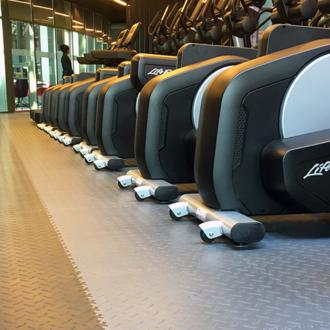 Der Bodenbelag für Fitness. Welcher soll man wählen?